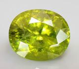 Крупный желто-зеленый сфен 9 карат