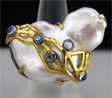 Кольцо из серебра 925 пробы с жемчугом и топазами.