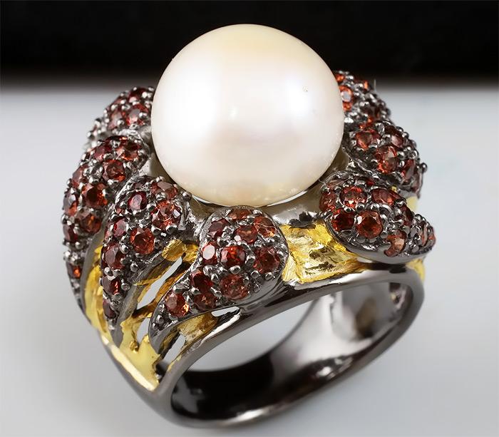 Кольцо из серебра 925 пробы с жемчугом и гранатами