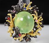 Кольцо из серебра 925 пробы с пренитом и разноцветными сапфирами
