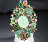 Серебряное кольцо с пренитом, перидотами, цаворитами и разноцветными сапфирами