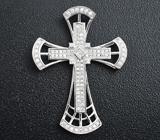Эффектный серебряный кулон-крест