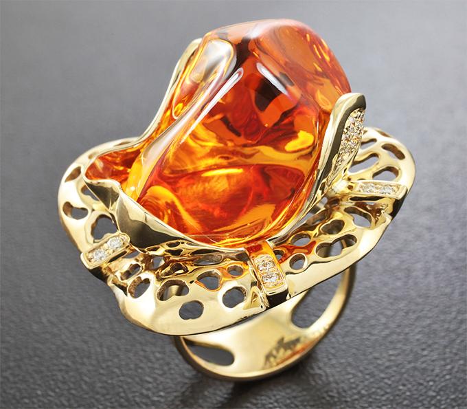 Эксклюзив! Золотое кольцо с цитрином мадейра авторской огранки 37,5 карат и 20 бриллиантами